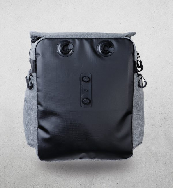 2004web 7 <h4>MAG LOCK PANNIER BACKPACK</h4>
